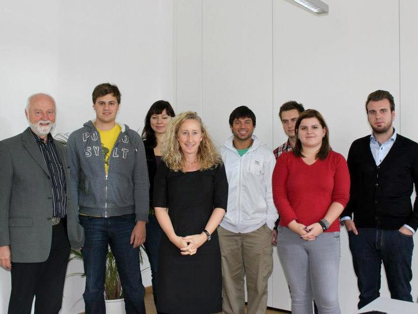 Hans Jurgen Boßmeyer with Globe College Students